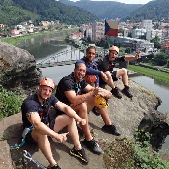 Dobytí Mount Everestu - teambuilding na via ferratách v Děčíně