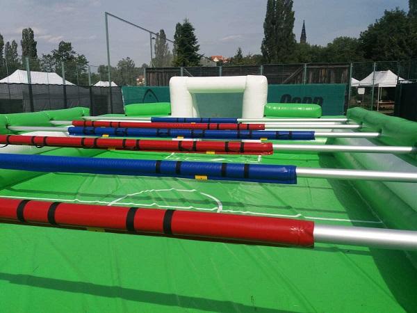 Lidský stolní fotbal - zábavné atrakce na dětský den, firemní akce Praha, Ústí nad Labem