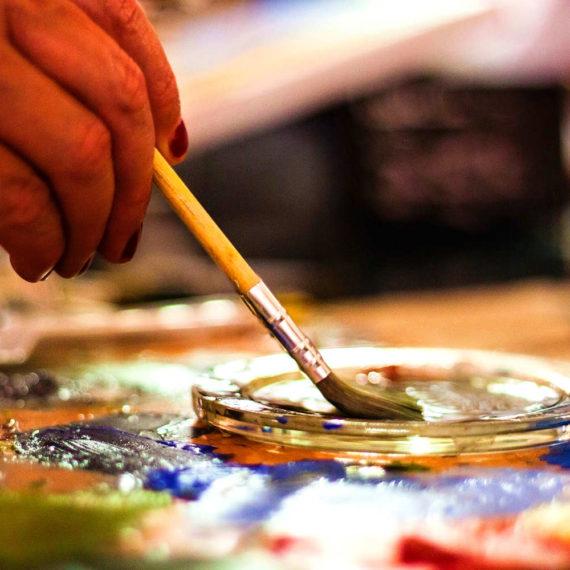Týmové malování - tvůrčí indoor teambuilding
