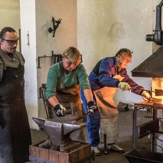 Staň se kovářem - kovářský kurz, indoor teambuilding